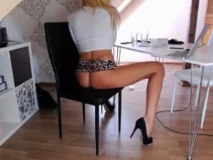 Sexy rubia con webcam en directo