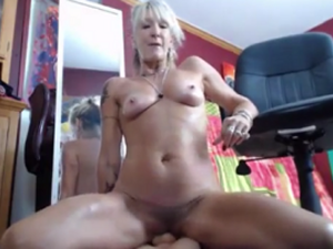Abuela Experta Sexual se Folla por Cam