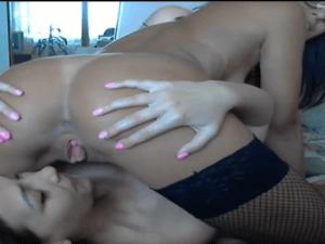 Image Lesbianas haciendo un 69 en la Webcam
