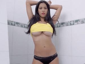 Imagen Sesión Erótica de Fotos con una Bella Latina