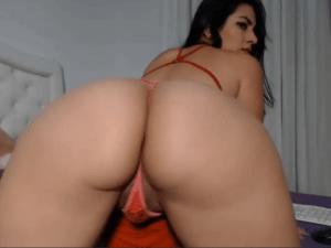 Image Latina Sexy se Calienta Mientras la Observan