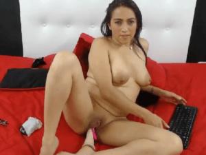 Imagen Chica Latina Disfruta sin Límites en la Webcam