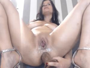 Imagen Sexy Milf se Penetra los Dos Agujeros por Cam
