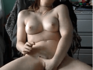 Joven Putita se Hace un Dedo en la Webcam