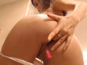Image Laura la Lesbiana juega con su Coño en la Cam