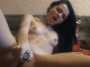Imagen Guarra del Porno Español se Pajea con Consolador en Webcam