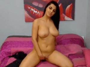 Image Puta Tetona de Madrid se Masturba en Cam