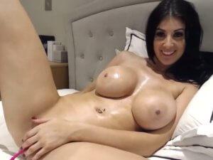 Mujer Siendo Infiel en la Webcam Enseña su Tremendo Cuerpazo