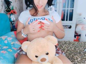 Imagen Colegiala Hot Delante de la Webcam se Masturba con su Peluche