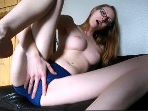Imagen Señora se Masturba Conectada a la Cam con una Polla de Goma