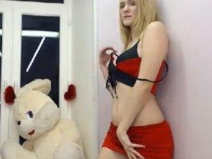 Sumisa Profesional en el Chat se Desnuda por Petición de los Usuarios