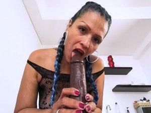 Imagen Cincuentona hace Porno en Línea y se Traga una Polla Enorme