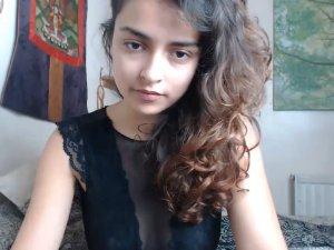 Image Jovencita Tetona en Vivo en su Primera Experiencia Sexual en Cam