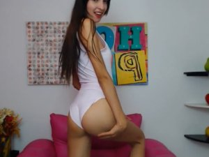 Imagen Chica de 18 Años se Desnuda Frente a la Cámara en Línea