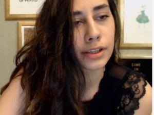 Hermosa Amateur Masturbándose en su Show