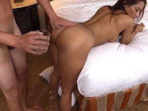 Image Mujer con Curvas de Infarto es Penetrada en Webcam
