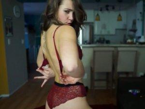 Imagen Teen Adorable Revela su Cuerpo en un Sensual Baile Casero
