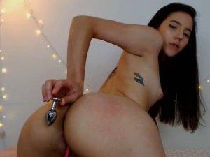 Image Latina Joven se Masturba y se Exhibe para sus Seguidores