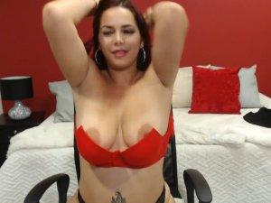 Image Bella Tettona in Chat  si spoglia e si masturba