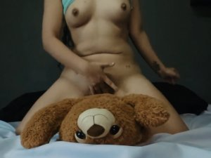 Nena Cabalgando Hd Sobre su Peluche por Webcam