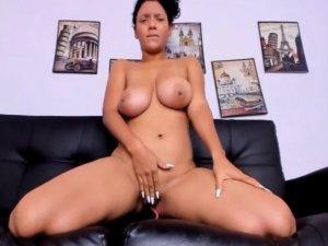 Tetuda Natural con Cara de Orgasmo en Webcam
