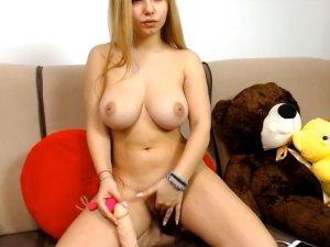 Estudiante Porno Pajeándose en una Llamada de Vídeo