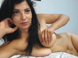 Image Madurita Desnuda Ardiente de Deseo en Streaming