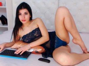 Mujer Sexy en Cam Ofrece su Cuerpo para que te Masturbes