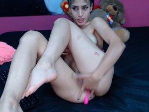 Chica con Carita de Ángel hace Show Caliente por Webcam